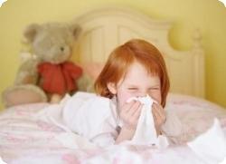 Как правильно лечить насморк у ребенка