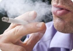 Курильщикам трудно найти новую работу